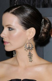 kate-beckinsale-upstyle-with-hair-accessory